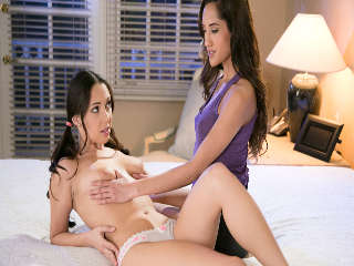 Massage Class Secrets Part Two: Study Break Chloe Amour & Jenna Sativa