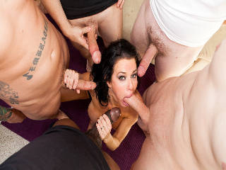 Veronica Avluv In 'Facialized'